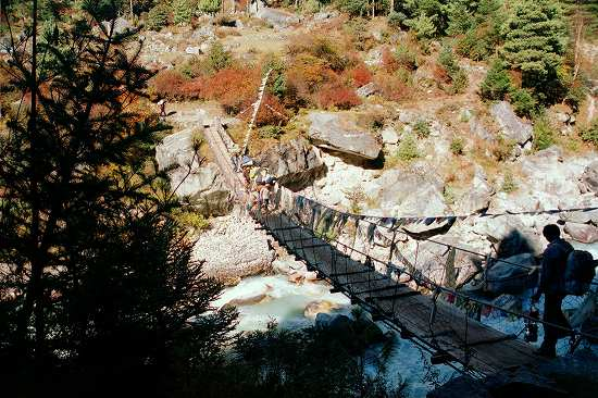 CNV000015 724_ナムチェへ フンギテンガの吊り橋.jpg