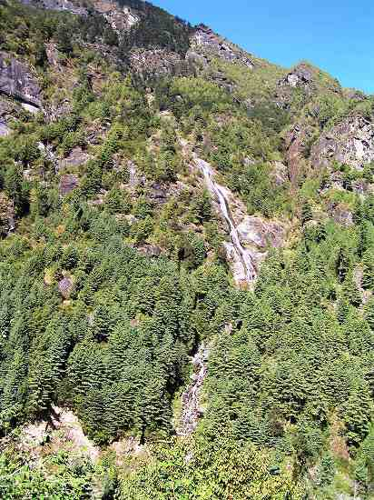 PA220795 谷筋の滝.jpg