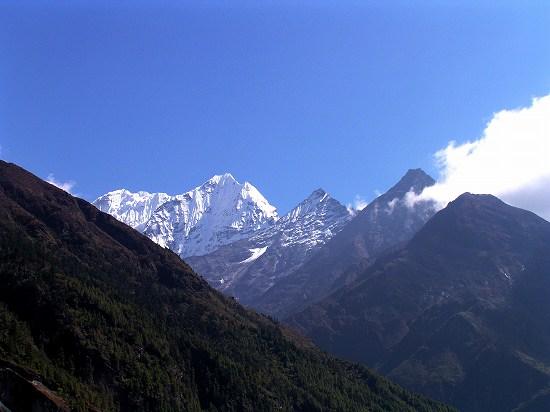 PA220801 谷間からの山峰タムセルク.jpg