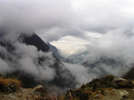 PA240901 雲間の谷筋.jpg