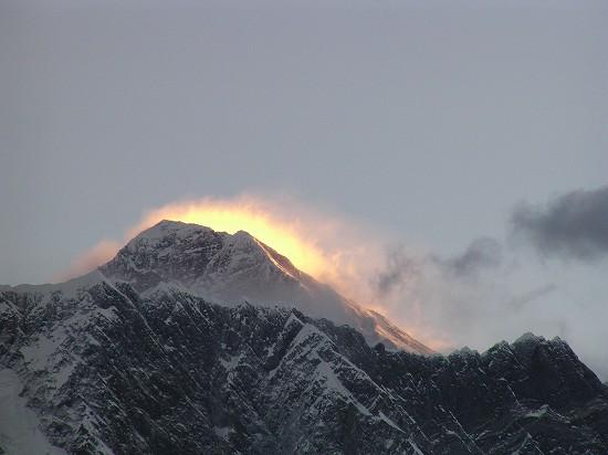 PA260989 朝陽を浴びるエベレスト.jpg