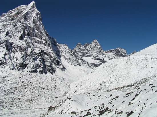 PA271120 チョラツフェ横を通り氷河への道.jpg