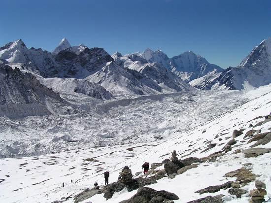 PA281174 氷河と登山道.jpg