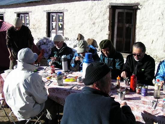 PA291218 下山の朝の食事.jpg